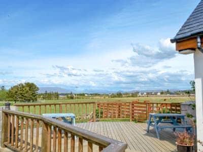 Large, spacious decking area | Sólas, Scullamus, near Broadford