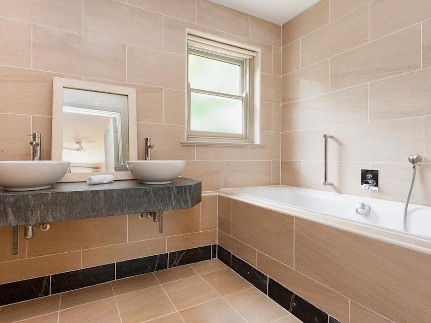 En-suite bathroom | Rew Orchard, Salcombe