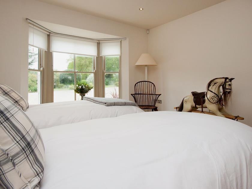 Comfy twin bedroom with en-suite | Rew Orchard, Salcombe