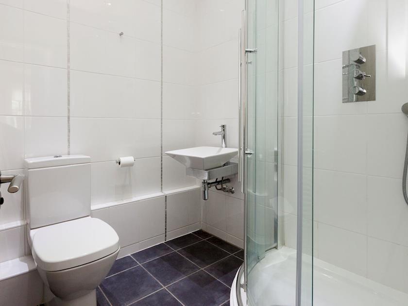 En-suite shower room | Rew Orchard, Salcombe