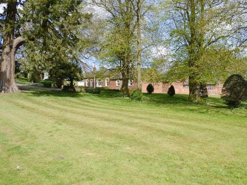 Shared facilities – Spacious gardens | Chestnuts Farm Cottages, Binbrook, near Market Rasen