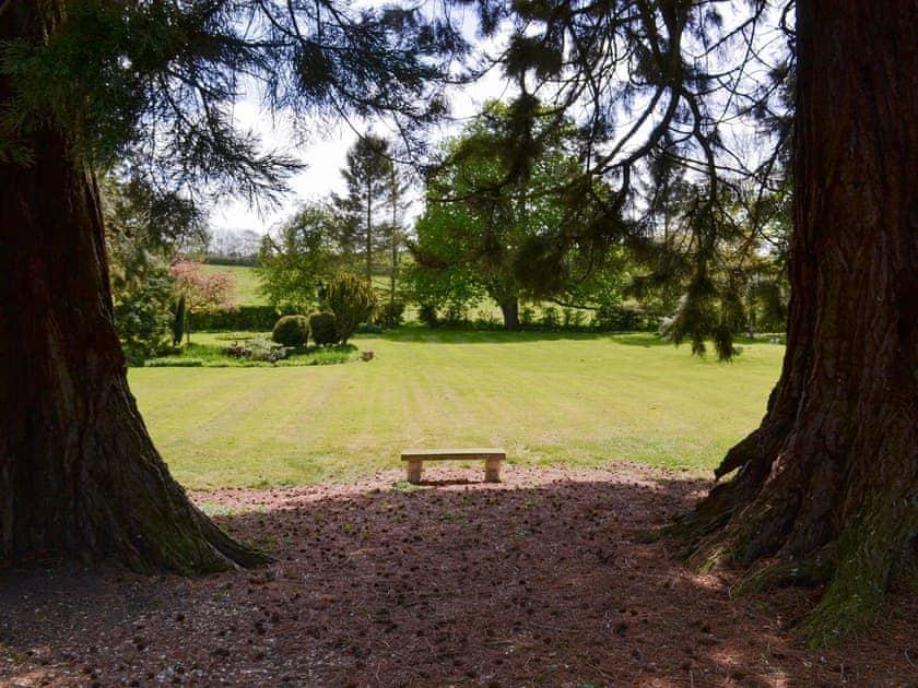 Shared facilities – Extensive gardens | Chestnuts Farm Cottages, Binbrook, near Market Rasen