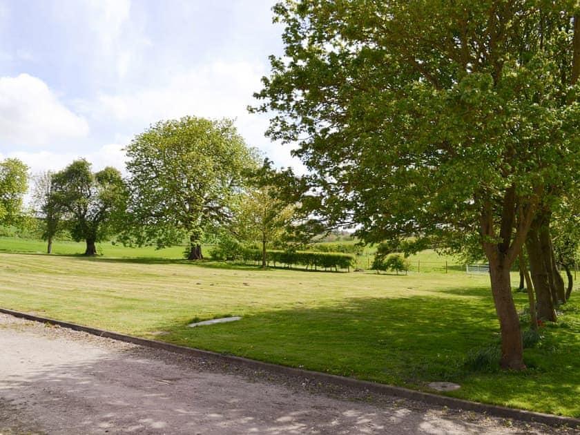 Shared facilities – Beautiful garden areas | Chestnuts Farm Cottages, Binbrook, near Market Rasen