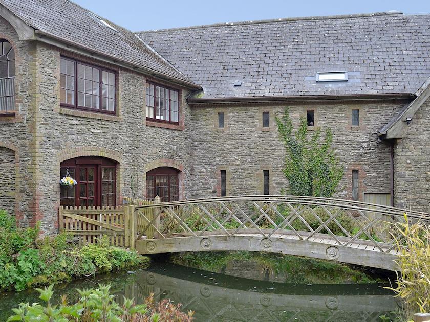 Lower North Radworthy Cottages - Bridge House