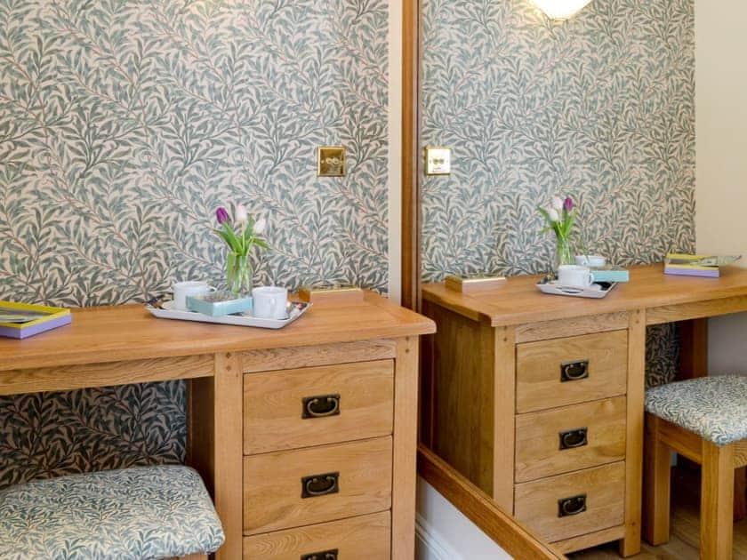 Convenient dressing room | Larkspur, St Leonards-on-Sea, near Hastings