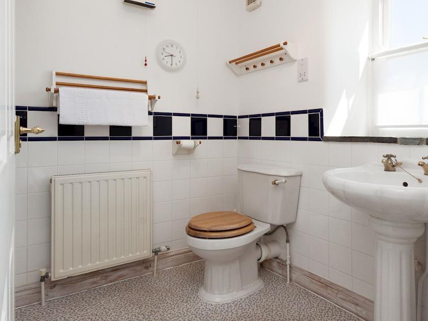 Bathroom | Courtenay Street 9, Salcombe
