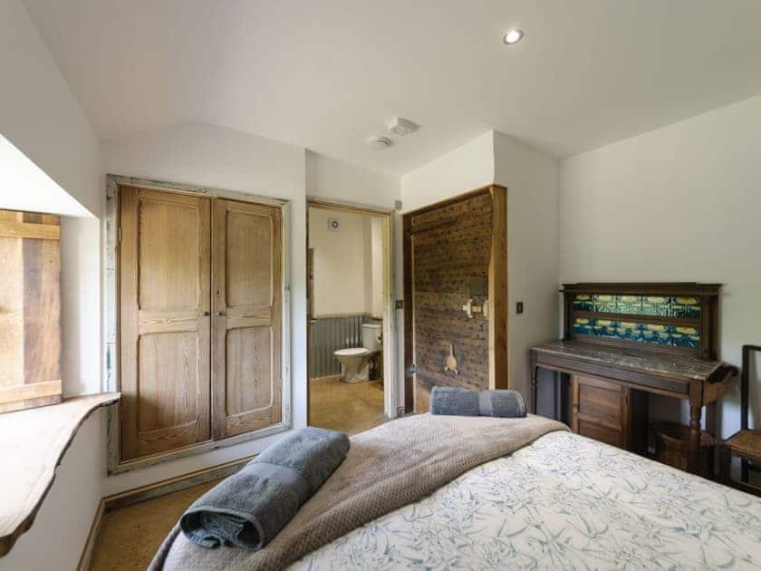 Double bedroom with en-suite | The Retreat, Longhope, near Gloucester