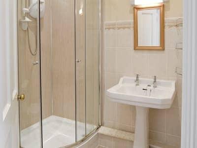 Convenient en-suite shower room | Braeside, Alnwick