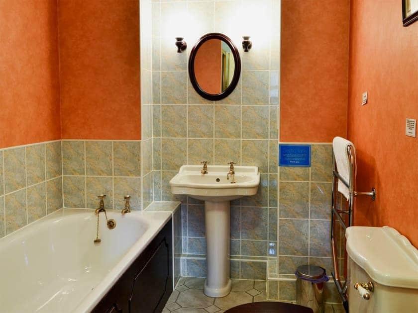 Bathroom   Bizzie Lizzie Cottage - Akeld Manor, Akeld, Wooler
