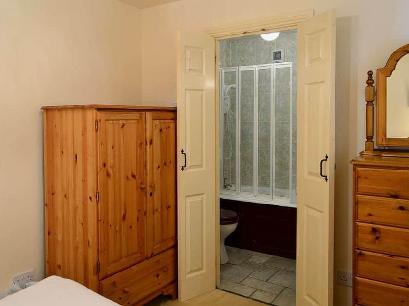 Double bedrom with en-suite | Freesia Cottage - Akeld Manor, Akeld, Wooler