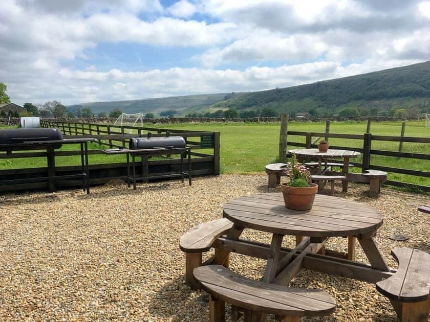 Shared grounds | Stonelands Farmyard Cottages, Litton near Kettlewell