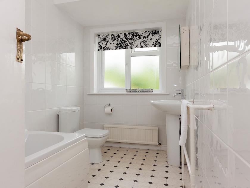 Lovely tiled bathroom with shower over bath   Windy Heath, Salcombe