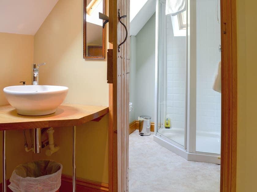 En-suite shower room | Mill Farmhouse - Maunsel House Estate Cottages, Bridgwater