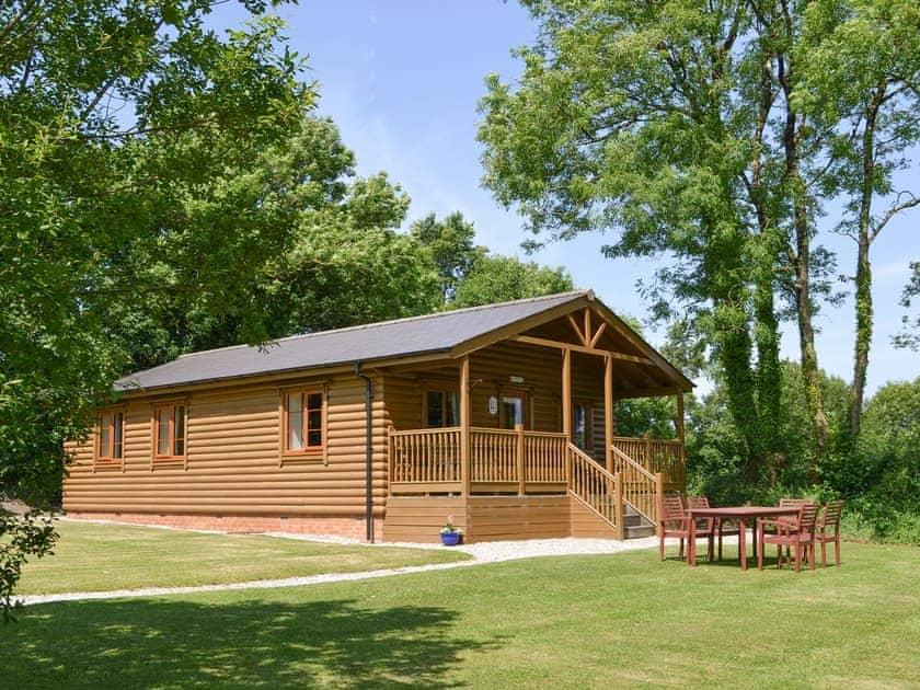 Stowford Lodge Holiday Cottages - Tarka's Holt Log Cabin