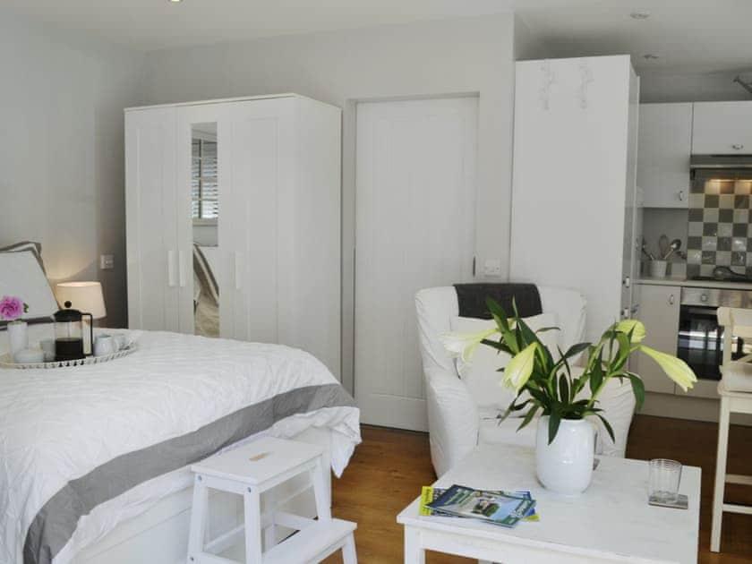 Beautifully presented studio-style property    Petit Knowle - Knowle Lodge, Cuckfield, near Haywards Heath