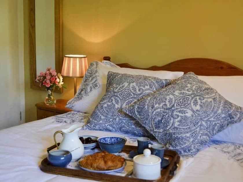 Comfortable bedroom with kingsize bed | Cowbeech Farm Cottage, Cowbeech, near Hailsham
