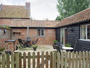 Lodge Farm Holiday Barns - The Courtyard
