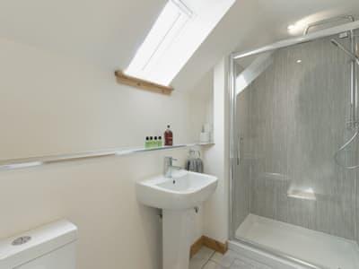 Modern style en-suite   Springbank, Upper Edinbane, near Portree