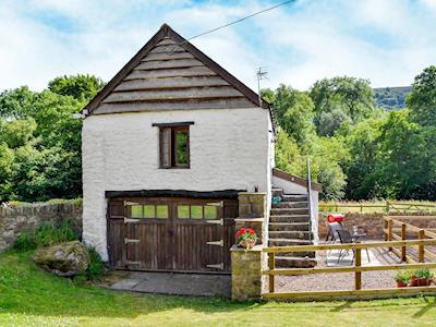 Delightful holiday property | Ty Gwyn, Llanellen, near Abergavenny