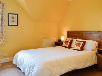 Delightfully romantic double bedroom with en-suite | Bramble Cottage, Meigle