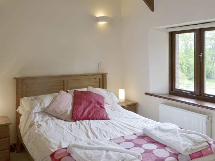 Relaxing double bedroom | Homeleigh Barn - Burracott Farm, Poundstock, Bude