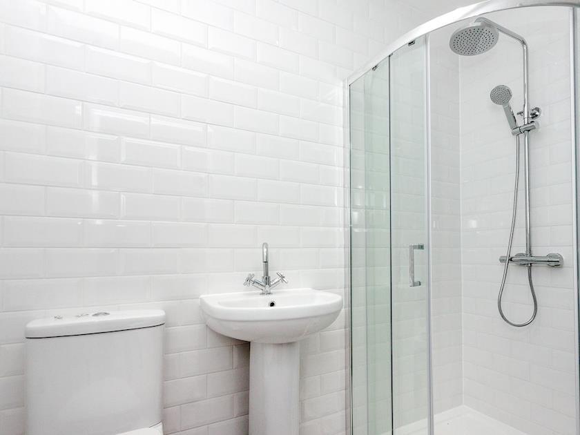 En-suite shower room | Apartment 1, Dartmouth