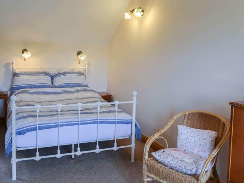 Charming romantic double bedroom | Gunluck Cottage - West End Farm Cottages, Brompton by Sawdon