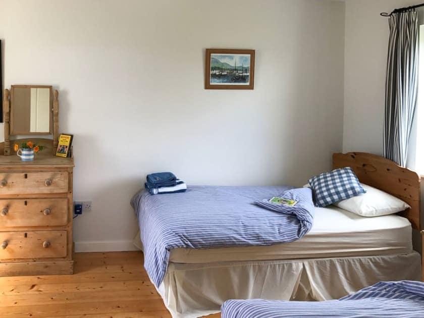 Comfortable twin bedroom   Barr An Bhaile, Caherdaniel