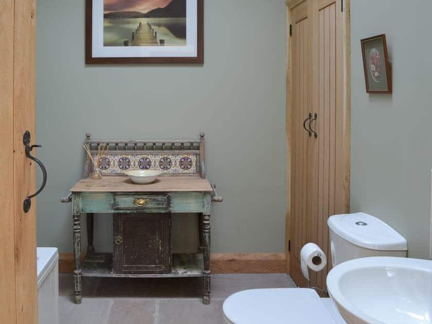 Elegant bathroom   Brow View Cottage, Ravenstonedale, near Kirkby Stephen