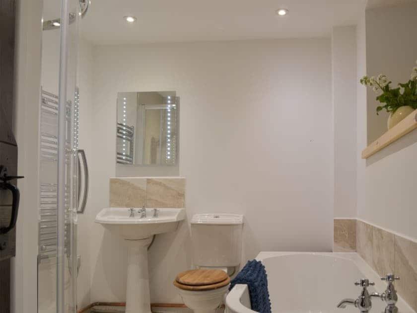 Bathroom | Daffodil - Lower Millcombe Barns, Linkinhorne, near Callington