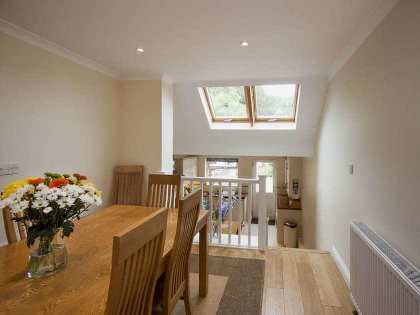 Dining area leading to kitchen | Oakridge, Salcombe