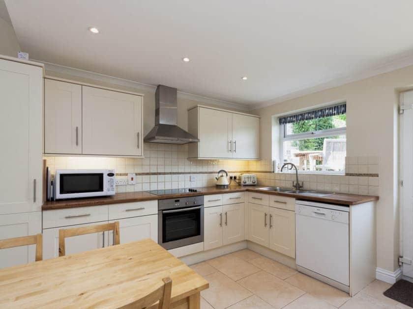 Fully fitted kitchen | Oakridge, Salcombe