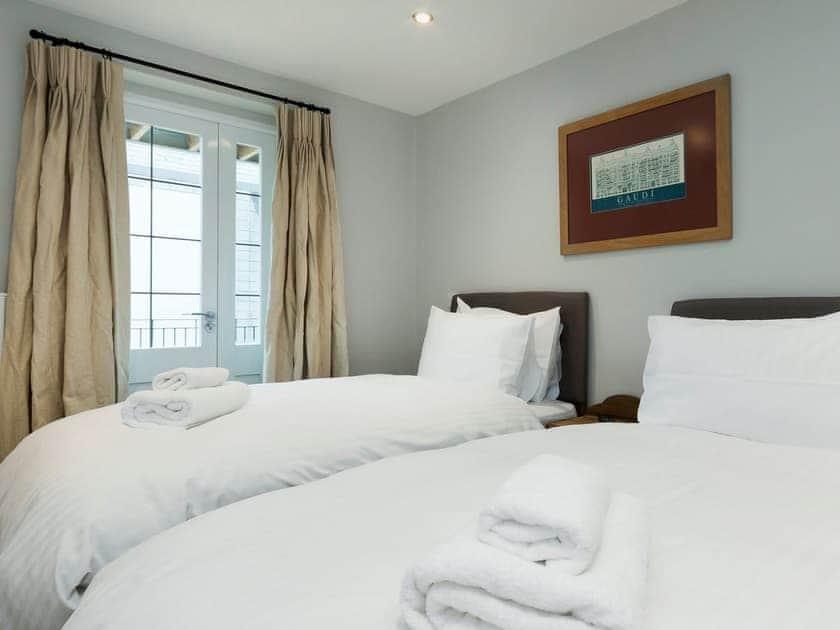 Comfortable twin bedroom | Bank Apartment 1, Dartmouth