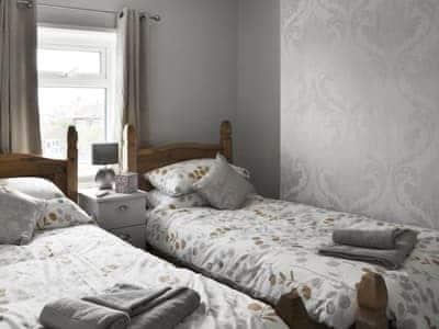 Cosy twin bedroom   Alanna, near Scarborough