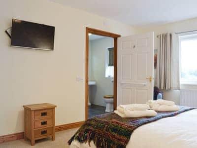 Delightful double bedroom   Castle View, Llananno, near Llandrindod Wells