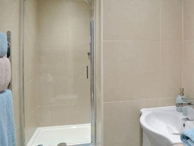 Shower room | Housemartins Cottage, Haxby near York