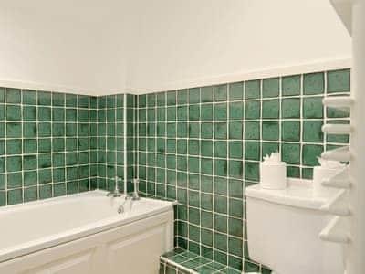 En-suite bathroom | Leyfield Coach House, Kirkby Lonsdale