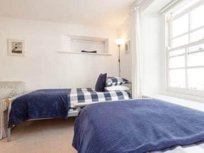 Cosy twin bedroom | Waterside, Salcombe
