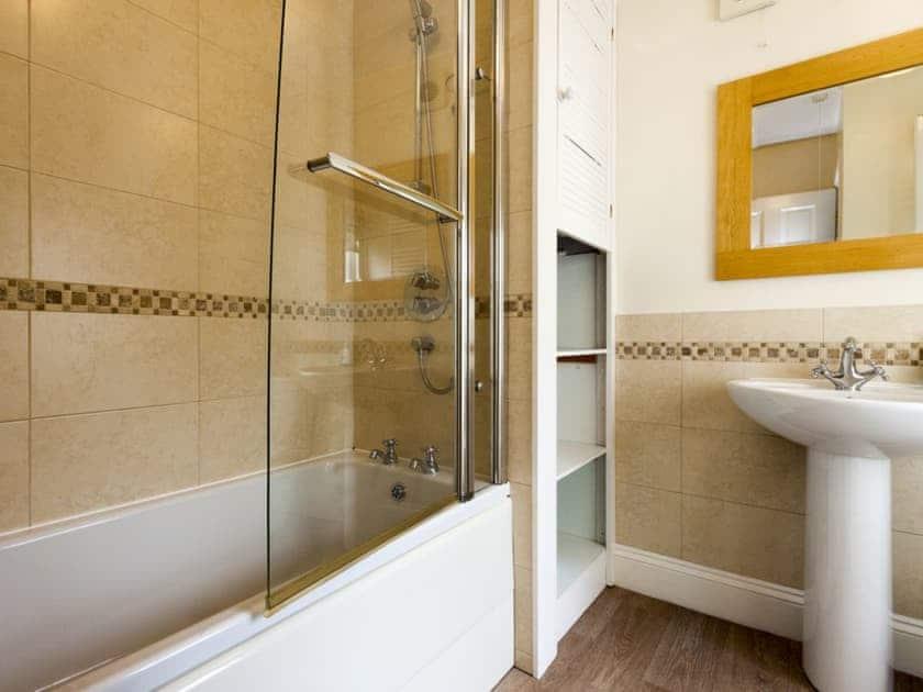 En-suite bathroom | Garston, Salcombe