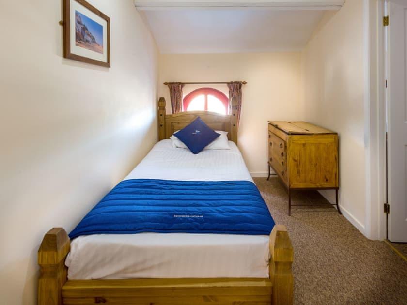 Cosy single bedroom | Main Sail - The Sail Loft, Wroxham