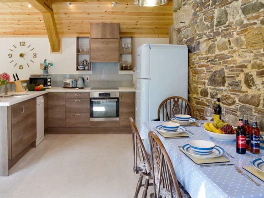 Delightful kitchen/ dining area | Daffodil - Lower Millcombe Barns, Linkinhorne, near Callington