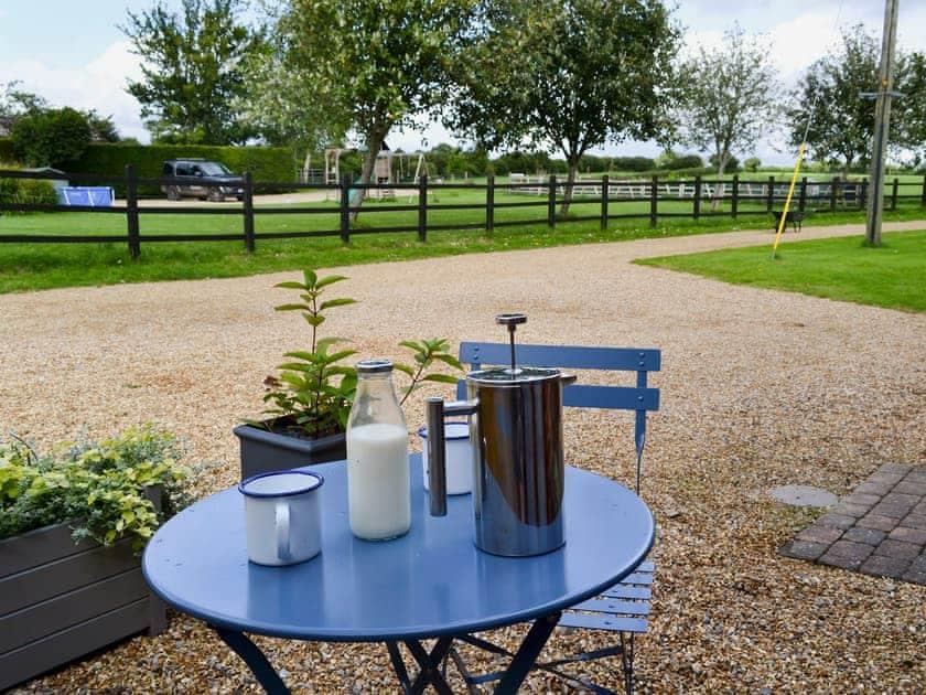 Sitting-out-area | Saddle Room - Higher Farm, Martin, Fordingbridge