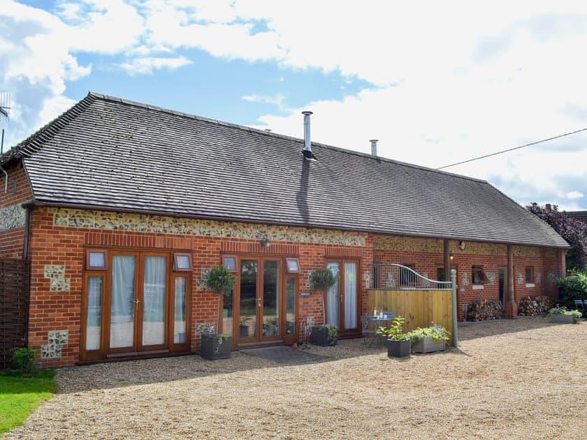 Delightful single-storey barn conversion | The Stables, Saddle Room - Higher Farm, Martin, Fordingbridge