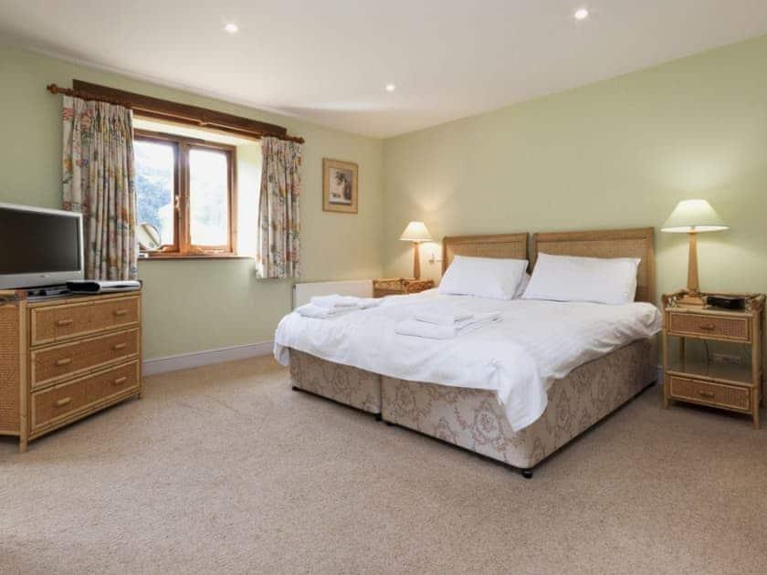 Calming bedroom with en-suite bathroom | Hanger Mill Barn, Salcombe