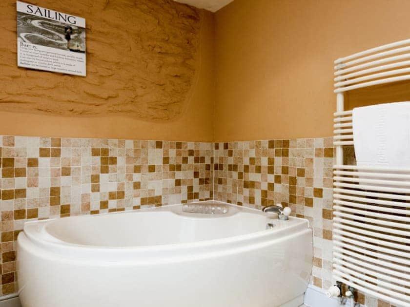 Great bathroom with corner bath | Hanger Mill Barn, Salcombe