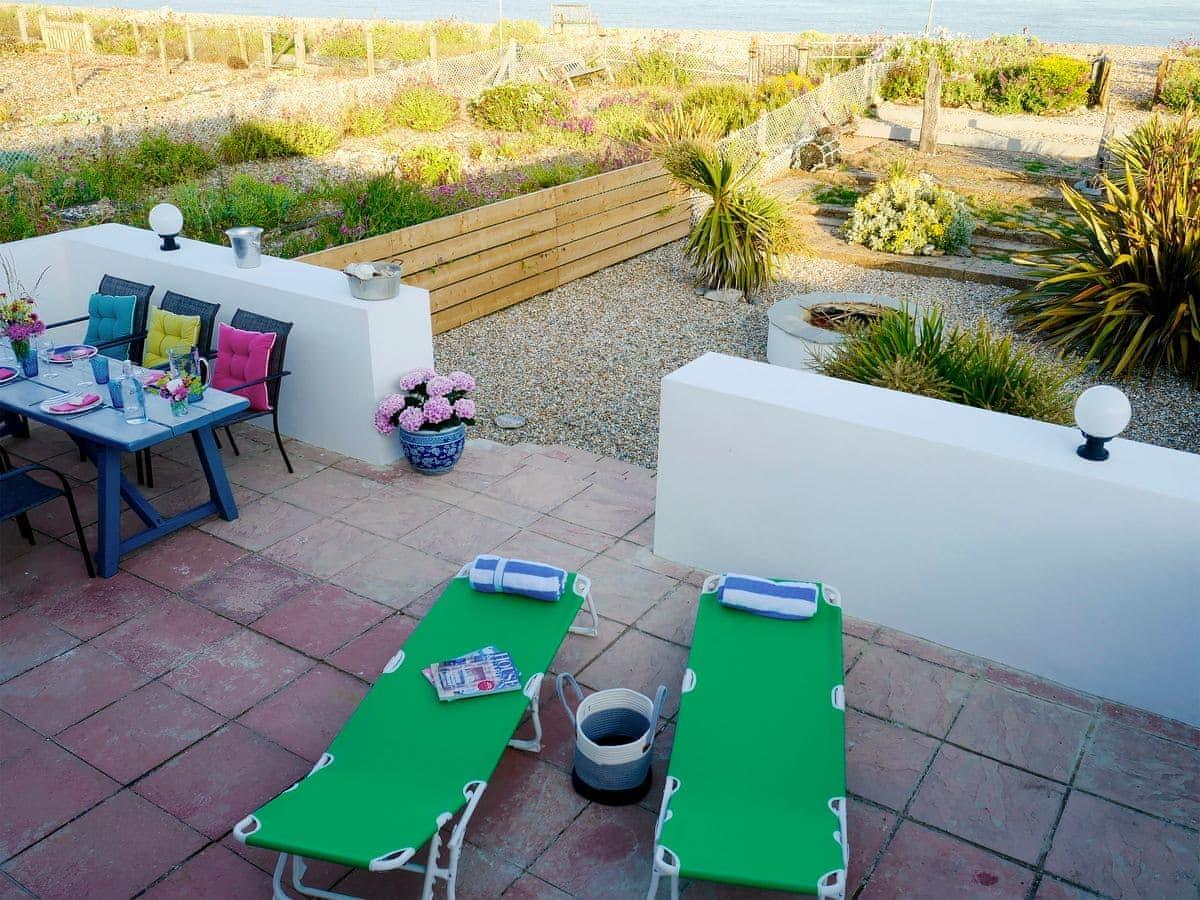 garden with patio garden furniture and firepit the beach hive pevensey bay near eastbourne - Garden Furniture Eastbourne