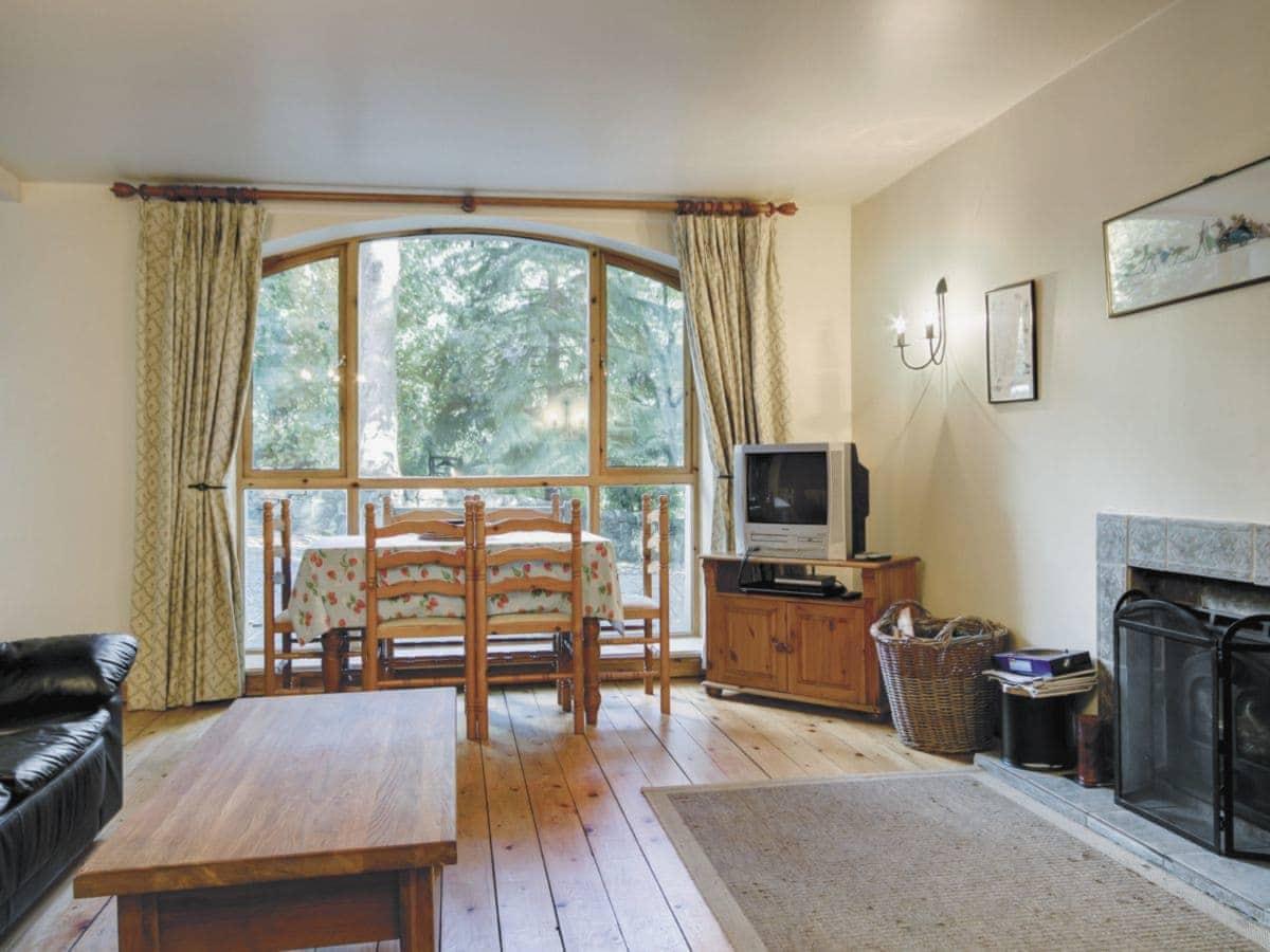 Edinburgh Living Room/dining Room | The Coach House, Ratho, Nr.