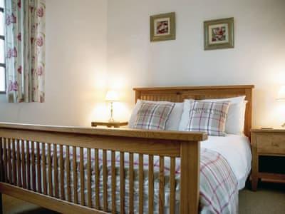 Comfortable double bedroom with en-suite | Staveley House (Luxury) - Staveley House & Staveley House Apartment, Staveley