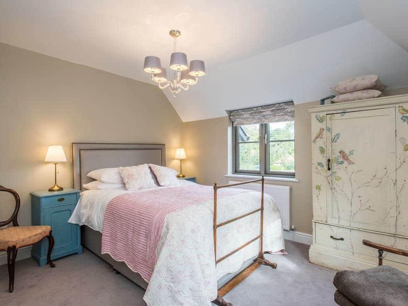 Relaxing king-size bedroom | Cowslip Cottage - Swardeston Cottages, Swardeston, near Mulbarton