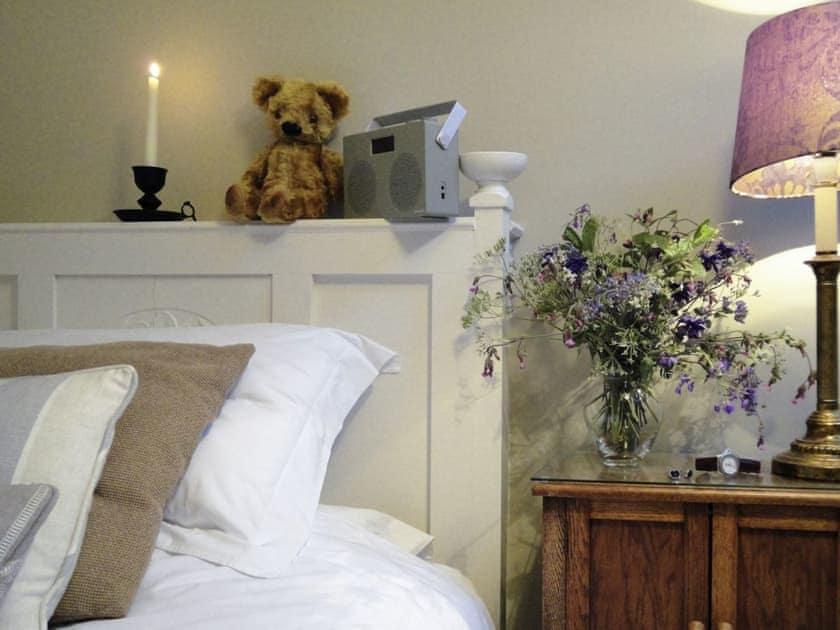 Tranquil single bedroom with large single bed | Portland Cottage, Helhoughton, near Fakenham